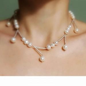 Colier grafic cu perle...