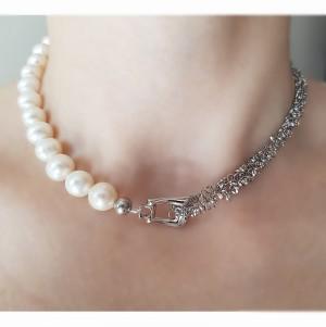 Colier asimetric cu perle...